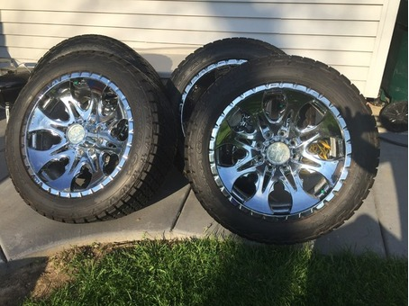 "22"" Tires and Rims Chevy Silverado 2500HD"